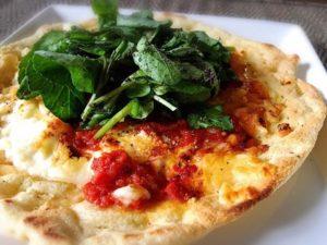 デュラムセモリナ粉と国産大豆ミートパウダーの生地でクレソンのピザ